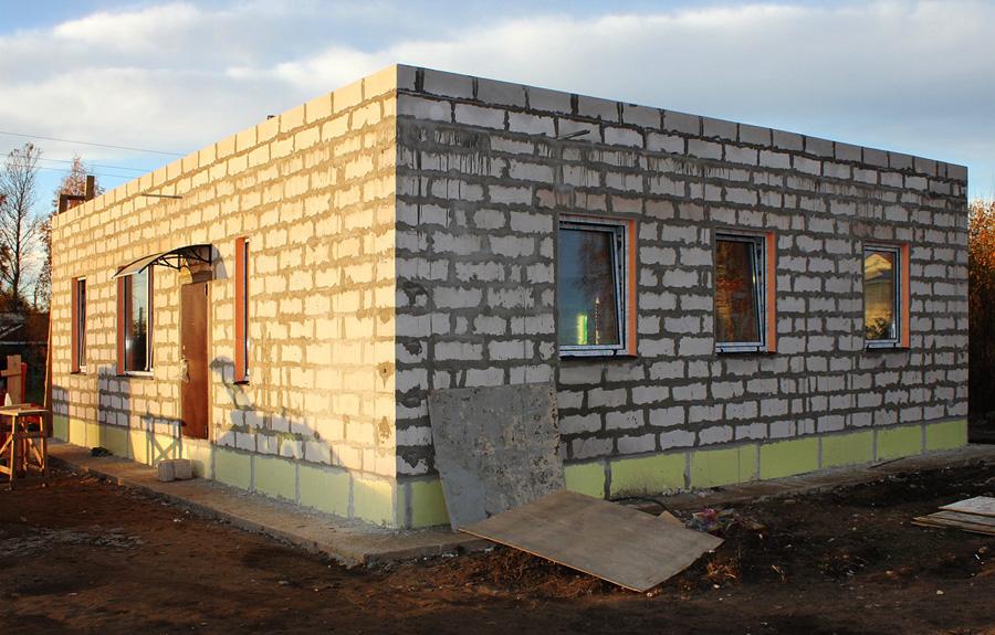 Строительство одноэтажного дома из пеноблока своими руками 690