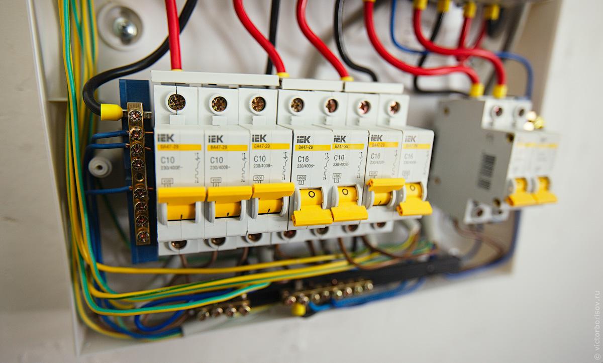 схема электрического щитка при 3х фазном подключении