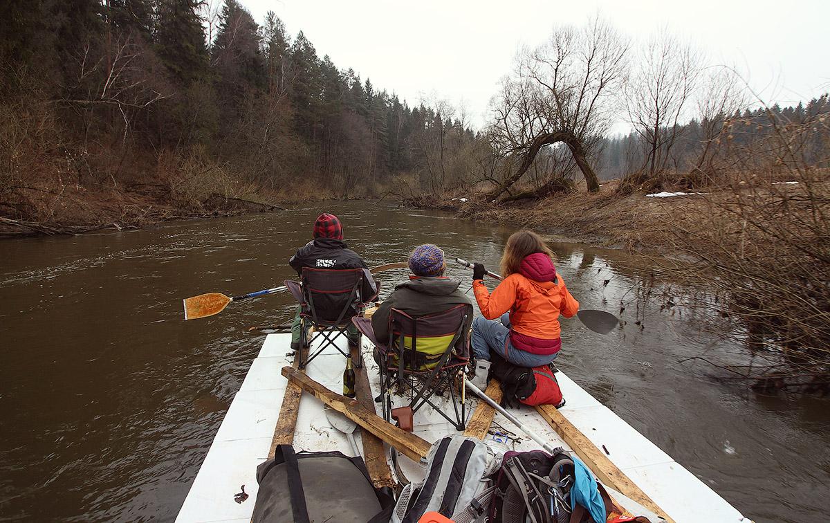 Сплав по реке на плоту из пенополистирола (ФОТО и ВИДЕО)