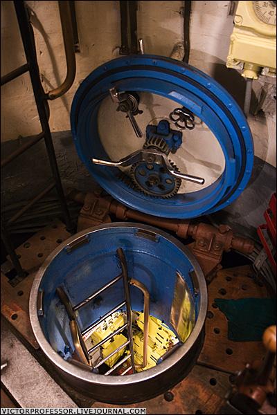 аварийно спасательный люк подводной лодки