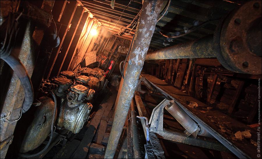 Слева видны шахтные пускатели,