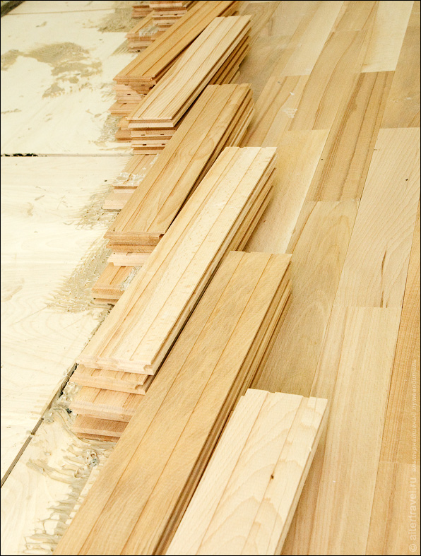 Деревянный плинтус для потолка в леруа мерлен